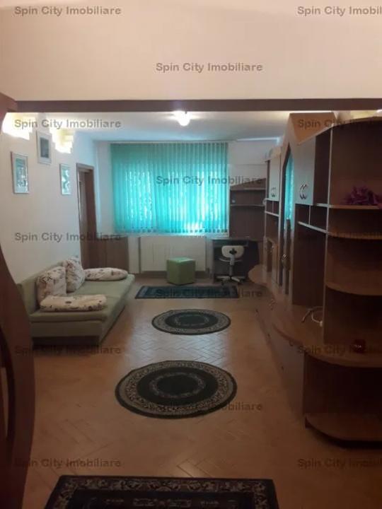 Apartament 3 camere foarte spatios transformat din 4,centrala proprie si loc de parcare