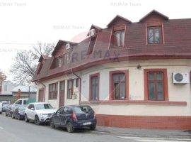 Casă / Vilă cu 6 camere de vânzare în zona Banu Manta