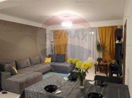 Apartament de vanzare 3 camere zona Damaroaia