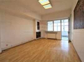 Apartament cu 4 camere de vânzare în zona Universitate