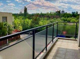 Apartament de 2 camere, cu balcon si loc de parcare în zona Damaroaia