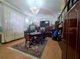 Apartament 7 camere si curte in calea Mosilor
