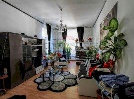 Apartament de 2 camere 75 mp în vilă de vânzare, zona Universitate