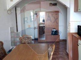 Inchiriere Apartament 3 camere, zona Giulesti,comision 0% !
