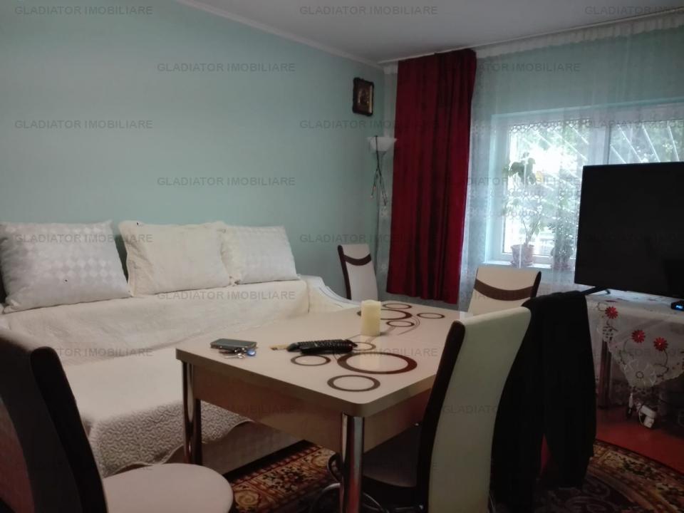Apartament 3 camere, decomandat, situat in Alexandru - Piata
