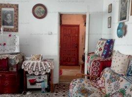 Apart 2 camere, semidecomandat, balcon Pacurari