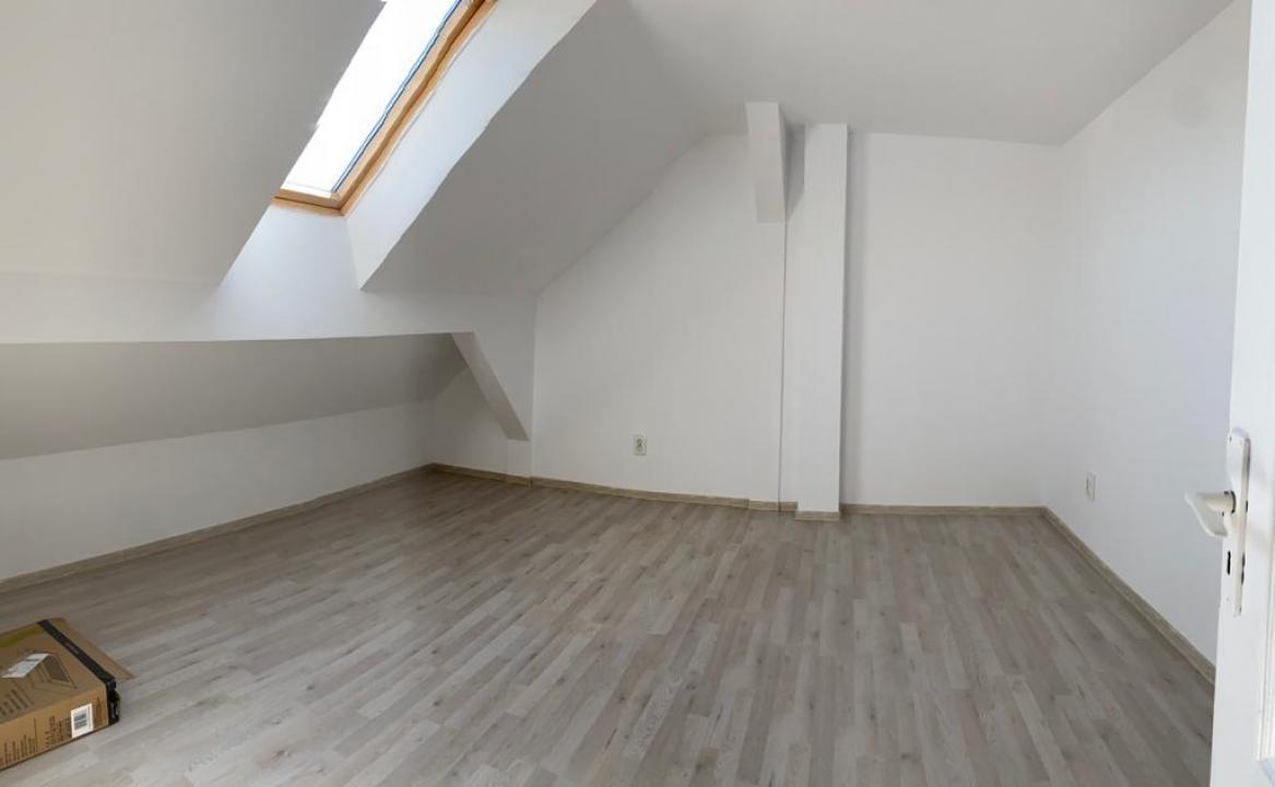 Apartament 2 camere la mansarda zona Strand