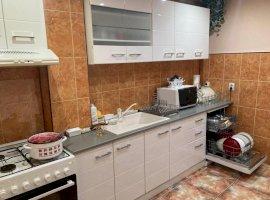 Apartament 3 camere etaj 2 zona Vasile Aaron