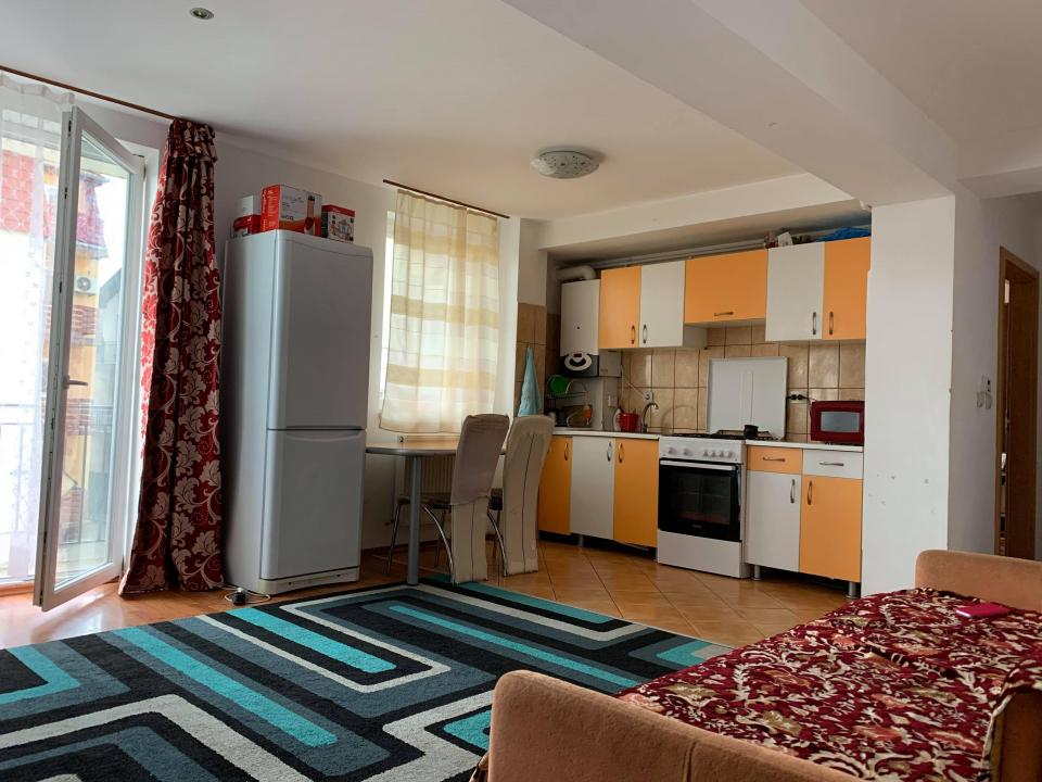 Apartament 3 camere etaj 1 zona Calea Poplacii