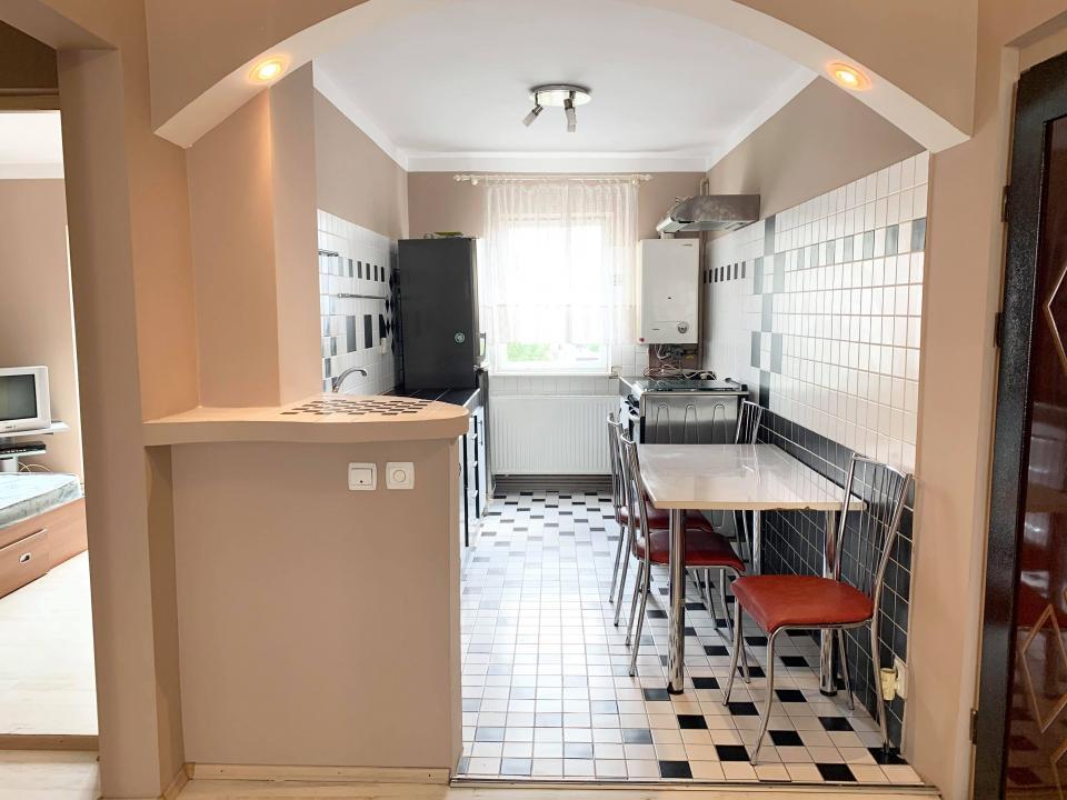 Apartament 4 camere 2 bai zona Vasile Aaron