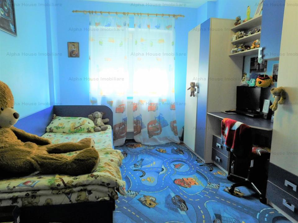 Apartament 4 camere decomandate ,zona Siretului