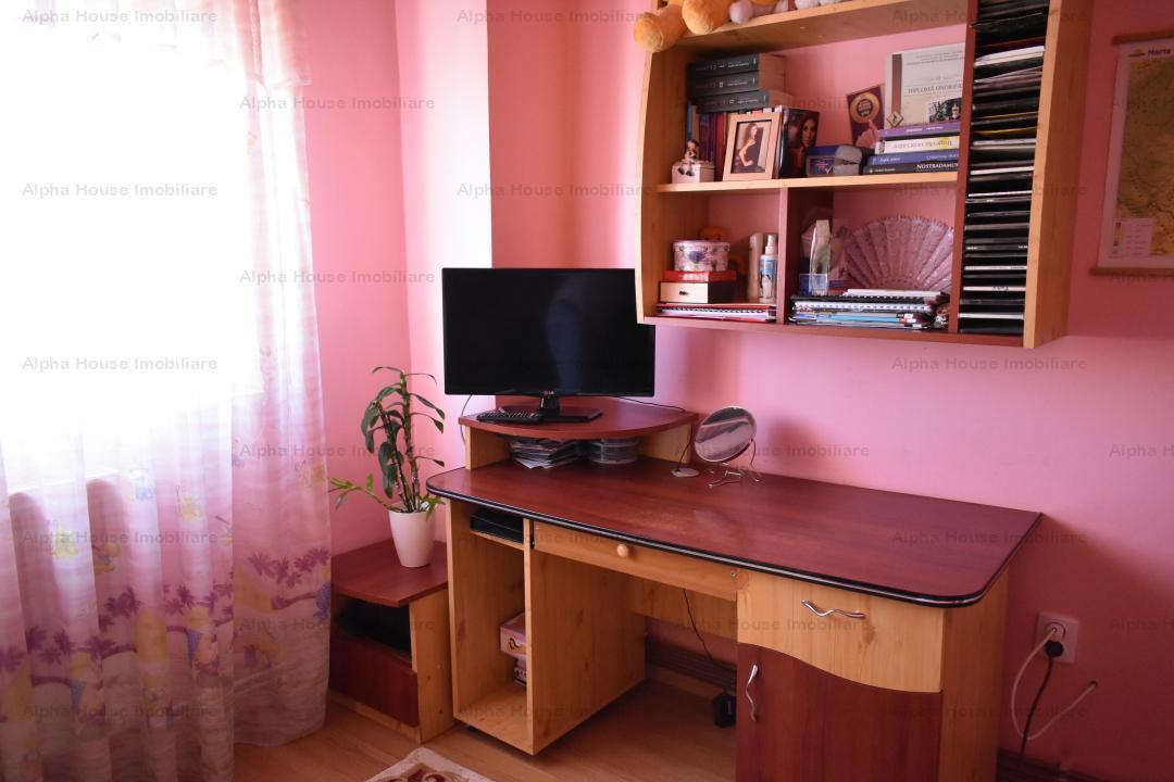 Apartament 4 camere decomandat, zona Bulevardul Mihai Viteazu
