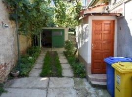 Casa singur in curte + curte 180mp zona Ultracentrala