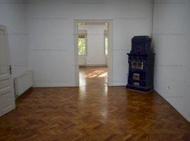 Apartament 3 camere, etaj 1, zona Bulevardul Victoriei