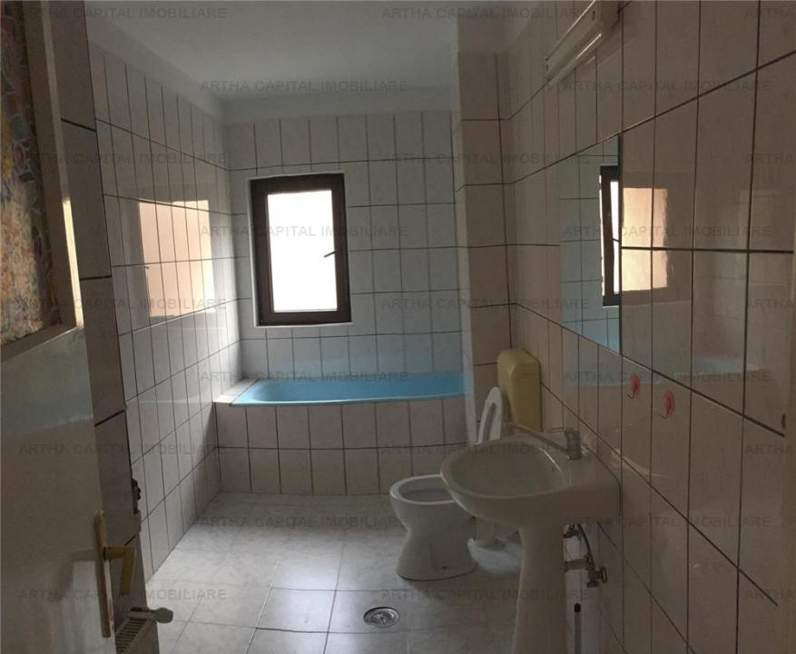 Casa 4 camere langa Parcul Circului, acces la statiile de metrou Stefan cel Mare si Obor