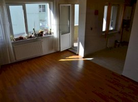 Apartament 2 camere decomandat etaj 1 + loc parcare zona Calea Dumbravii