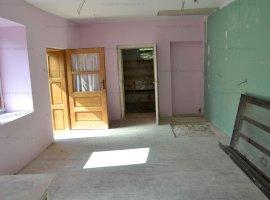 Apartament la casa in Cisnadie + Garaj + Spatiu Comercial