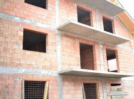 Apartament 3 camere cu 120mp de curte in Lazaret