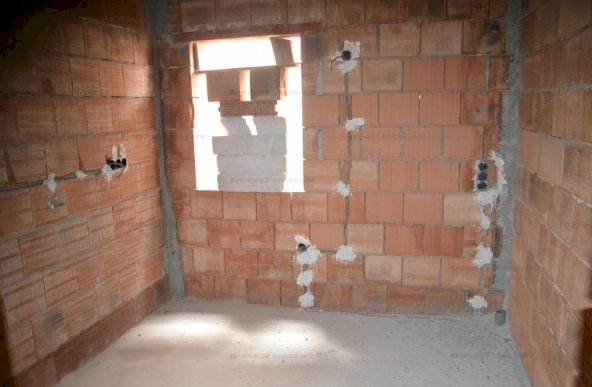 Apartament 123mp, decomandat etaj 2 in Lazaret