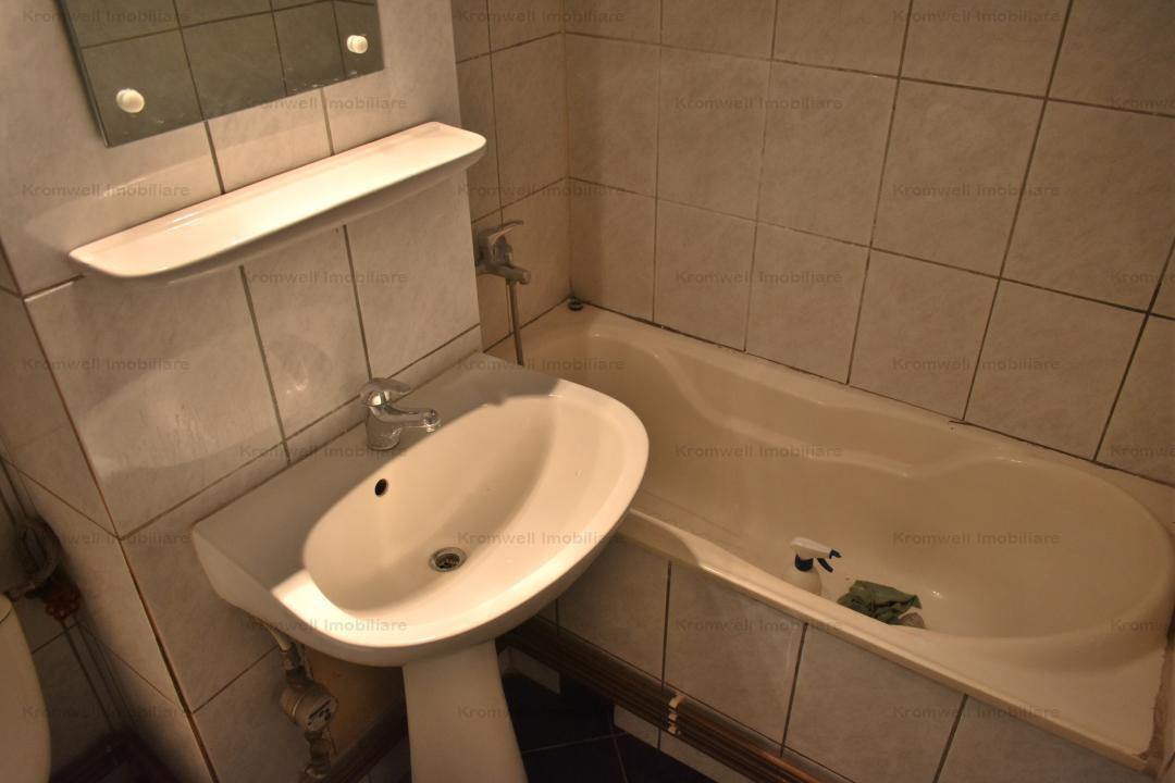 Apartament 2 camere decomandat zona Strand I