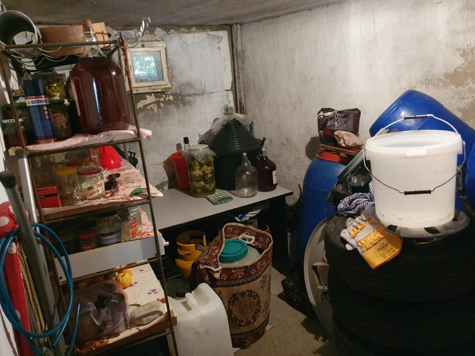 Apartament cu 1 camera+ veranda inchisa, pivnita si garaj in zona Orasul de Jos
