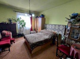 Apartament cu 2 camere, pod, pivnita si curte proprie in zona Lupeni, Sibiu
