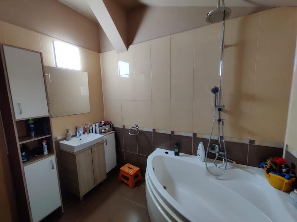 Apartament 3 camere, 110 mp utili, parcare privata si loc de joaca in zona Brana