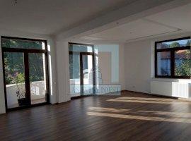 Ap 4 camere in casa, de inchiriat, decoamdat - zona Brasovul vechi