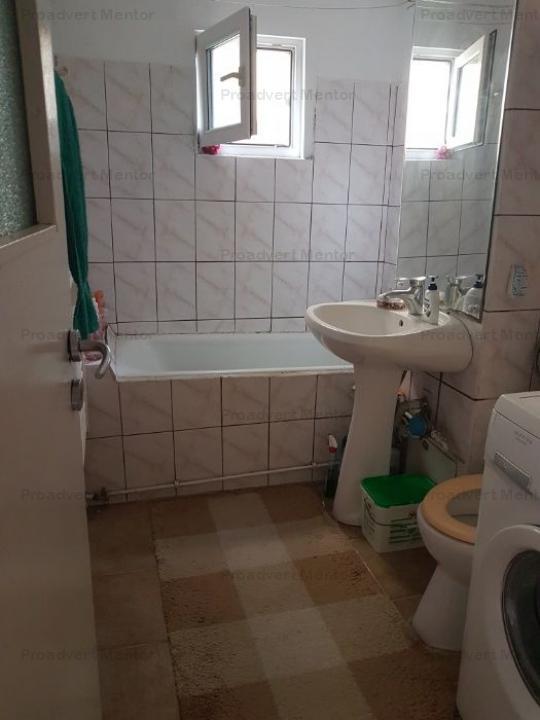 Apartament spatios, doua camere, zona Dambovita
