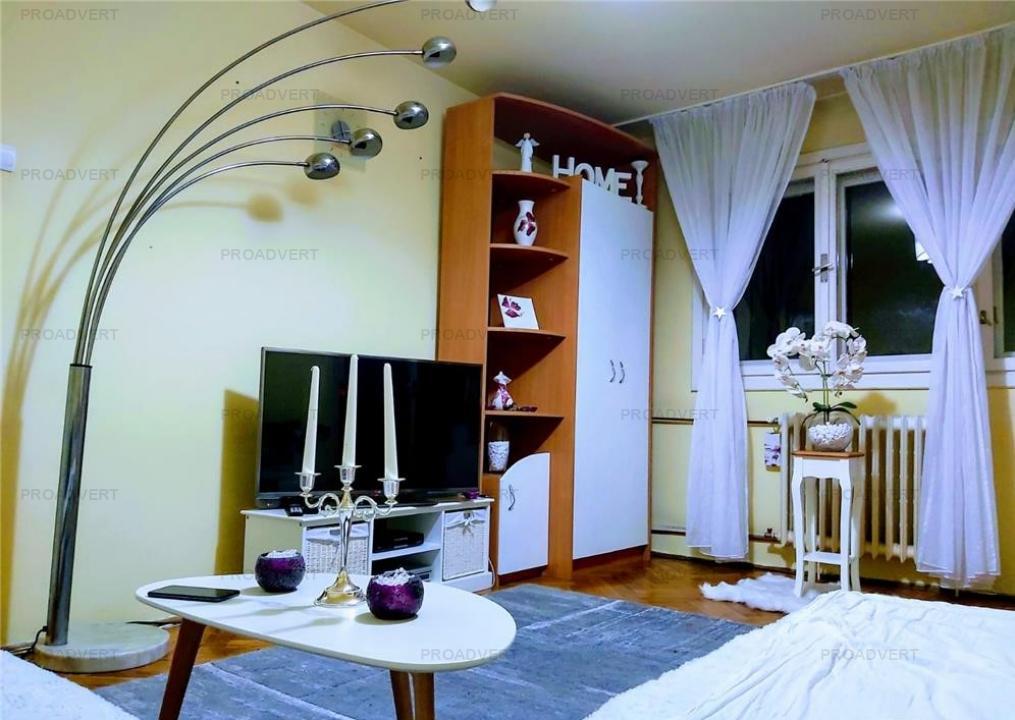 Apartament cu doua camere, zona linistita, etaj intermediar
