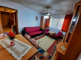 Apartament cu trei camere, etaj intermediar, zona Dacia