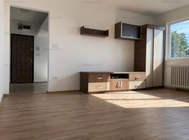 Apartament cu trei camere, zona foarte buna, investitie sigura