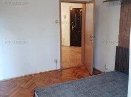 Apartament cu trei camere, zona foarte buna, pret atractiv