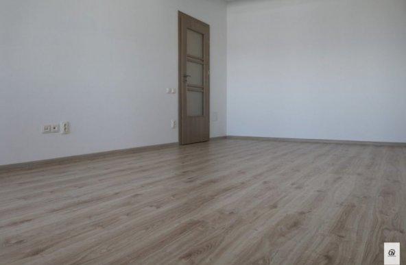 Vanzare apartament cu 4 camere, Domnesti