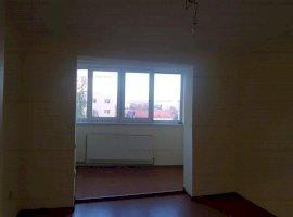De vanzare apartamment  3 camere zona Pasaj , pret 75000 euro,etaj 4/10
