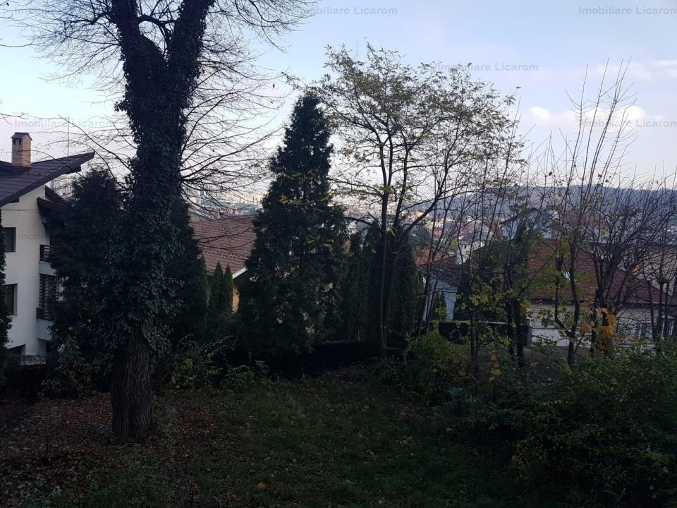 Apartament cu 3 camere in vila zona Dealul Cetatii,109000 euro.