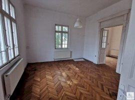 Apartament in vila Str Paris etaj 1+Mansarda, curte 228 mp