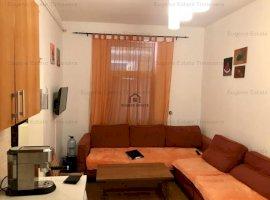 Apartament decomandat cu 3 camere la CASA ( mansarda + beci )