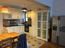 Apartament cu 3 camere | Priveliste superba| Terasa mare | Zona Damaroaia