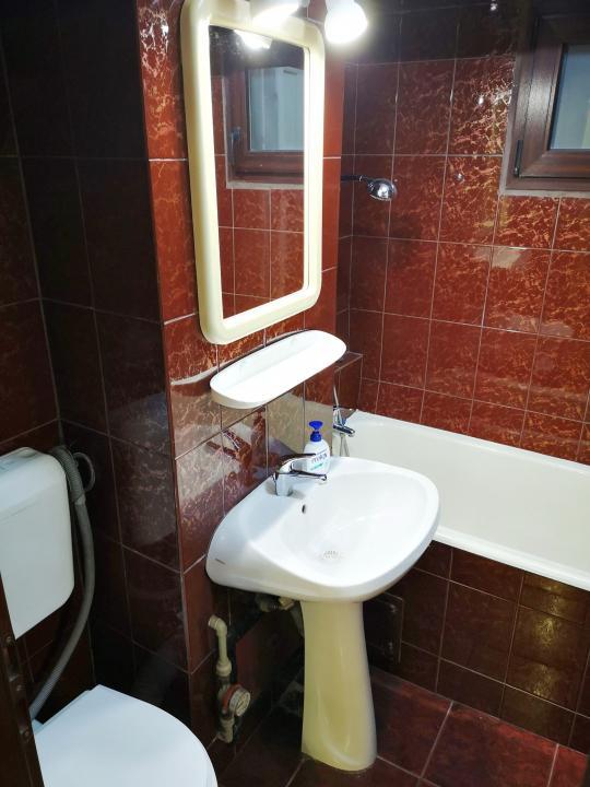 Sos Colentina - Apartament 3 camere partial mobilat si utilat, loc parcare