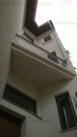 Vila interbelica renovata  complet la exterior si partial la interior