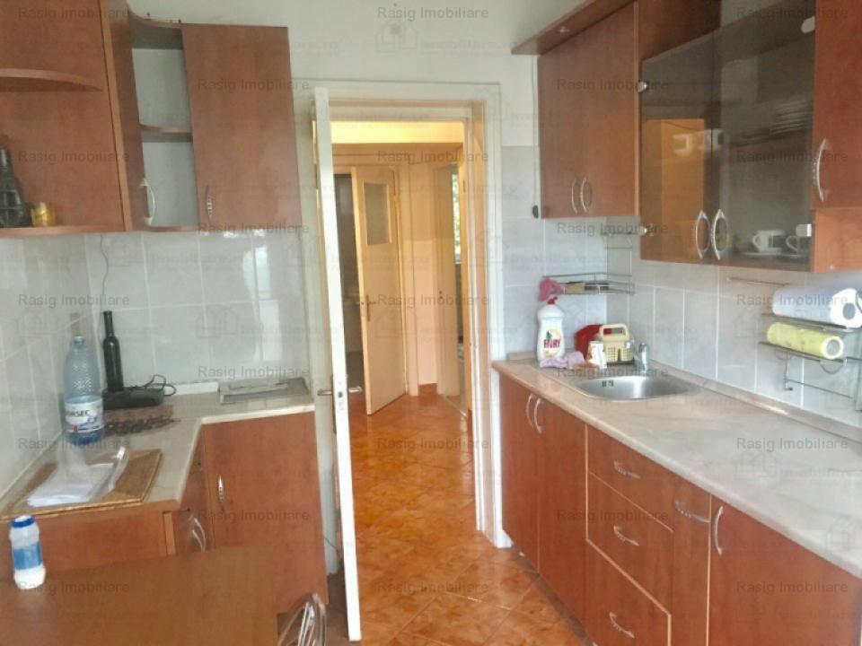 Vanzare apartament 4 camere