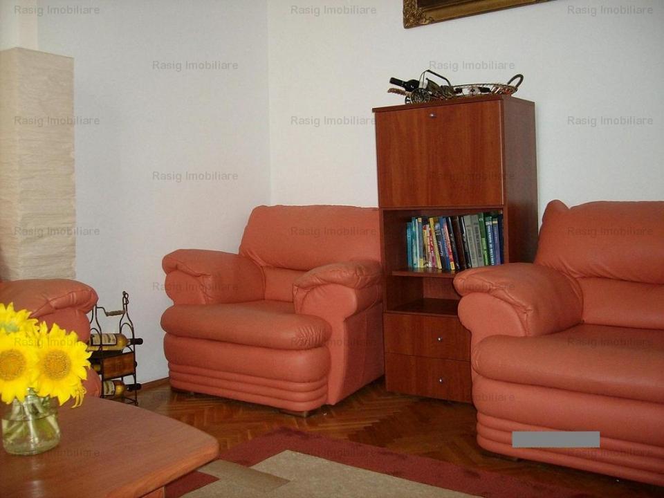 Vanzare apartament in vila zona capitale