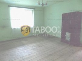 De vanzare apartament la casa cu 3 camere zona Lazaret