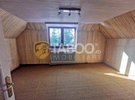 Casa cu 6 camere curte si 2 balcoane de inchiriat in Turnisor Sibiu