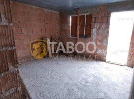 Duplex la rosu cu 7 camere de vanzare Selimbar Sibiu