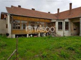 Casa 4 camere in zona centrala de vanzare in Sebes