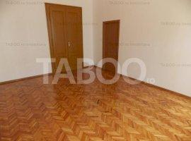 Apartament 2 camere 1200 mp teren de vanzare in Sibiu zona Centrala