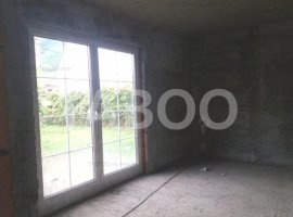 Casa la rosu 4 camere si 750 mp gradina Cisnadioara judetul Sibiu