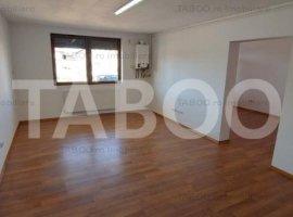De vanzare apartament 3 camere cu pivnita zona Brana Selimbar